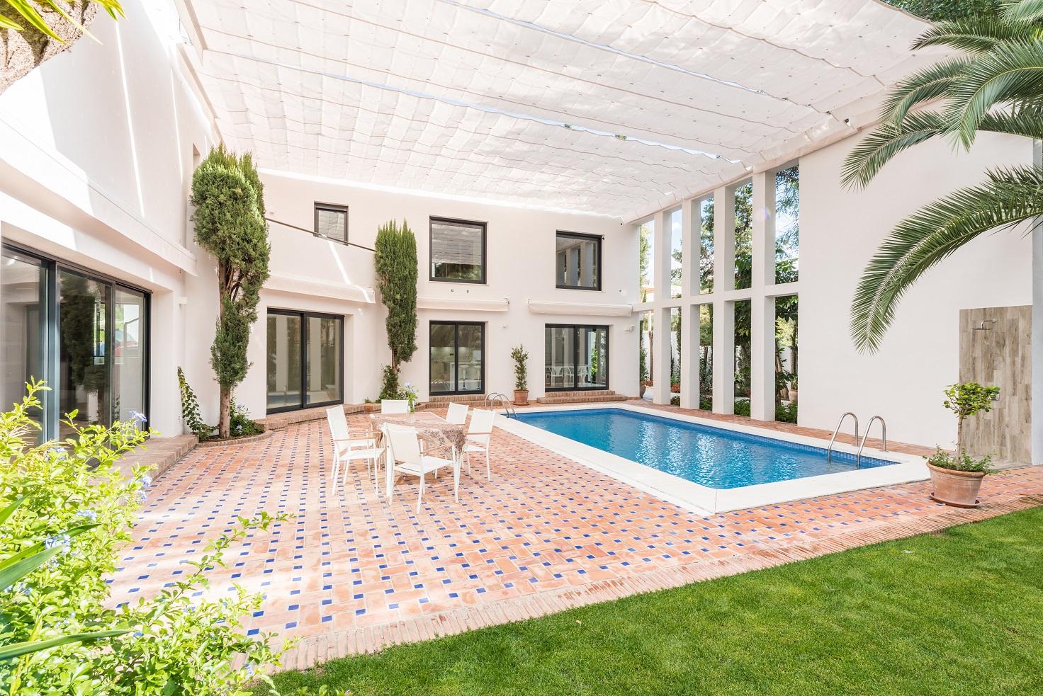 Villa a estrenar de 4 dormitorios en excelente ubicacion en Nueva Andalucia